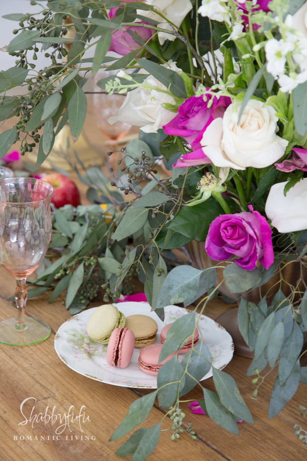 table centerpiece for champagne brunch