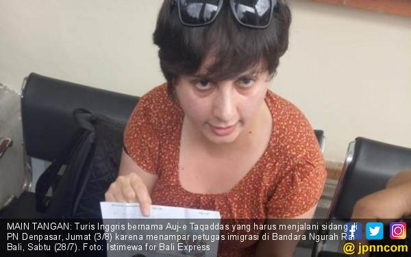 Turis Cewek Penampar Petugas Imigrasi Mengomel di Pengadilan