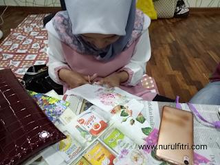 http://www.nurulfitri.com/2017/12/cara-membuat-kerajinan-decoupage.html