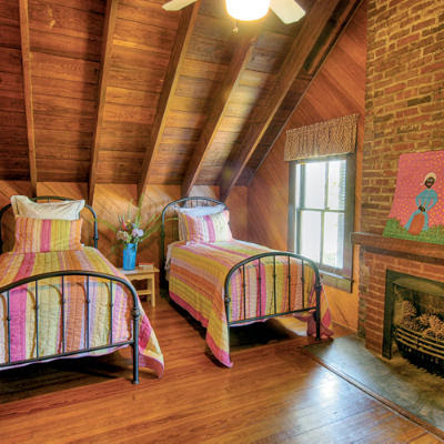 SWEET HOME DESIGN AND SPACE: Tips for Decorating a Small ...