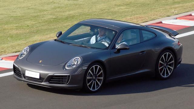 Porsche faz recall por falha em tubo de combustível