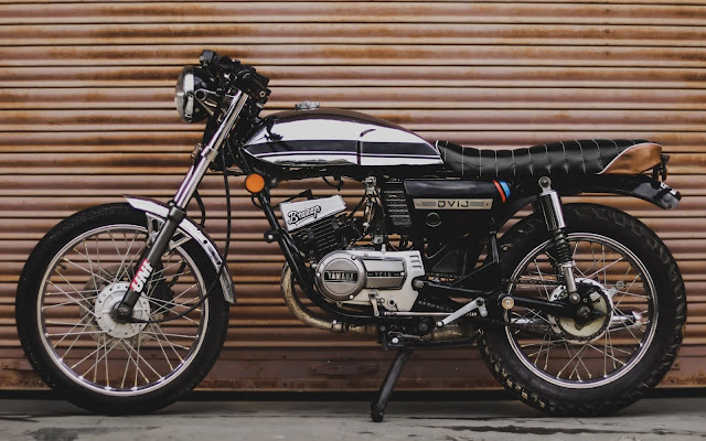 Yamaha RX100 modified into caferacer