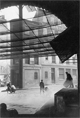 http://undr.tumblr.com/post/152055081672/henri-cartier-bresson-nyc-manhattan-fulton