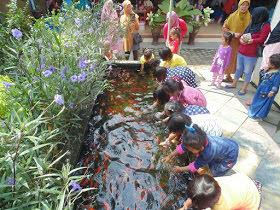 Ekstra Study Tour di Fish Garden Blitar