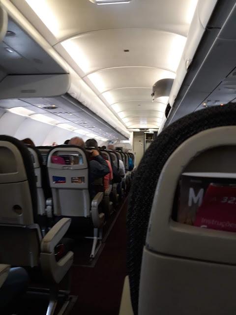 Dentro do avião