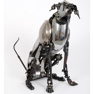 Escultura de perro metalica