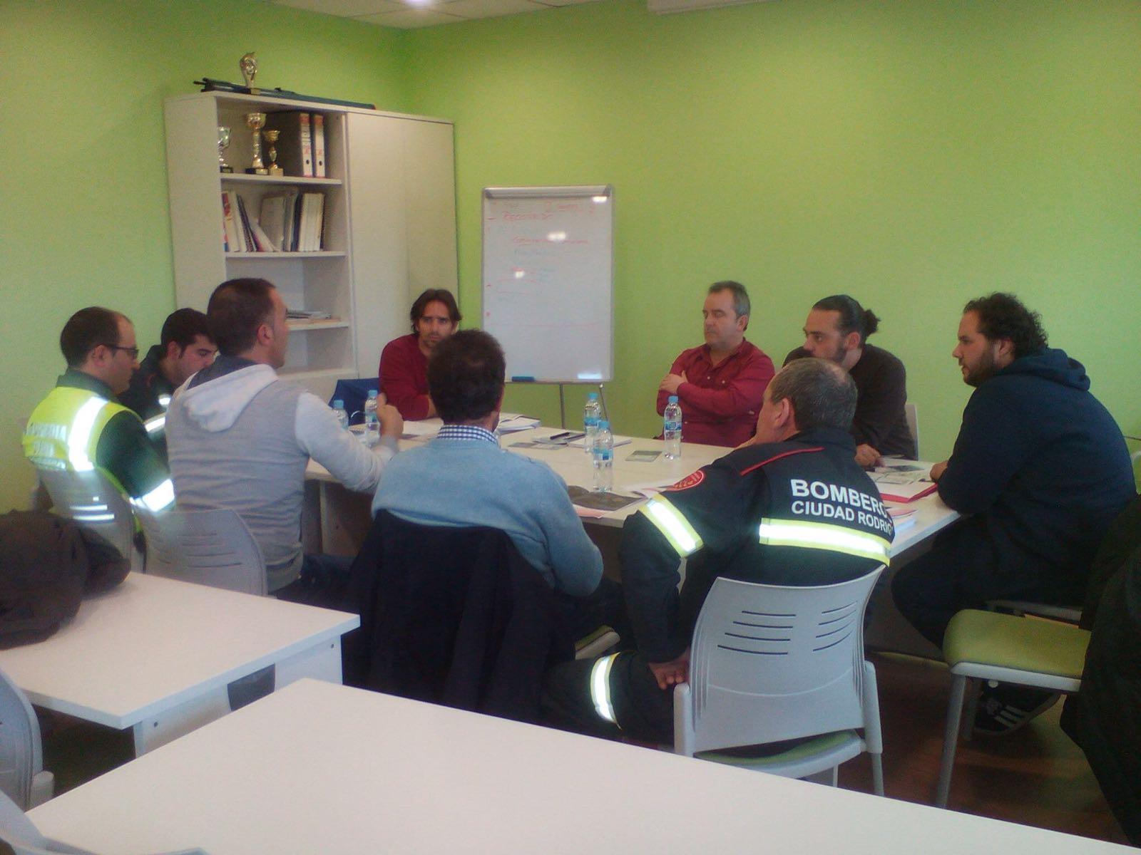 Reunión del equipo de trabajo de Tres Valles. /TRAILCYL