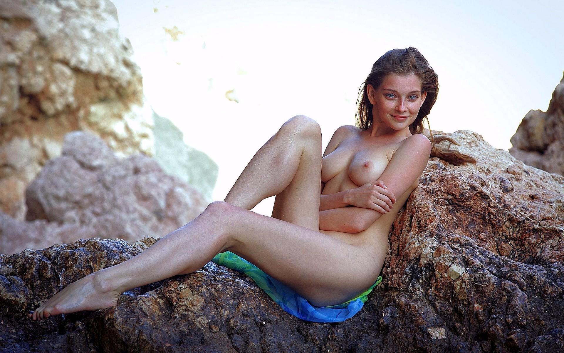 фотографии голые девушки летом на природе