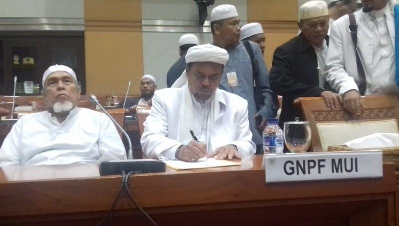 Habib Rizieq dan pimpinan GNPF MUI di gedung DPR
