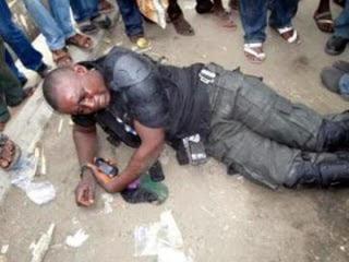man attacks policeman with charm lekki lagos