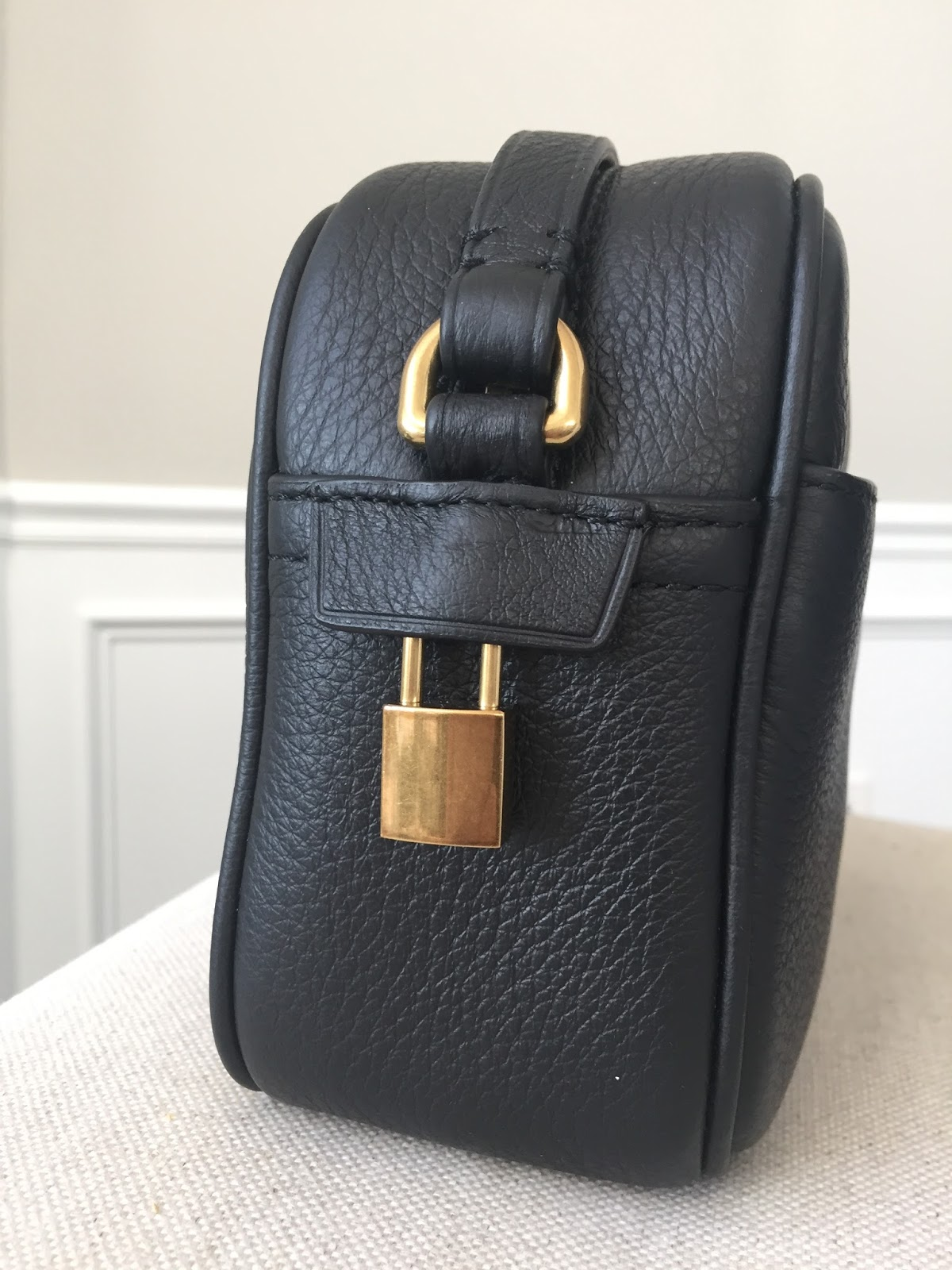 c140e61d1d8c I think the black color makes this a very versatile bag that can go with  any outfit. The hardware is a subtle gold