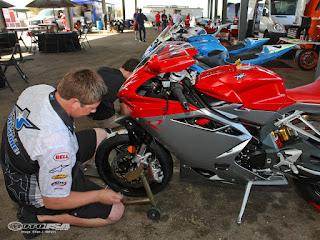съвети към мотоциклетистите за безпроблемно шофиране