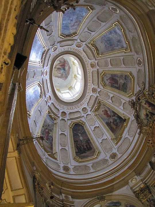 Sklepienie w Sanktuarium Matki Bożej Wambierzyckiej Królowej Rodzin.
