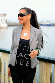 http://tamarachloestyleclues.blogspot.nl/2014/04/little-black-tee.html