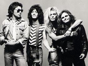 Perjalanan grup band asal Belanda yang bernama Van Halen perlu kiranya kita amati. Mereka hebat, kaya dan terkenal di kancang musik dunia. Tapi, apa yang sebenarnya terjadi di belakangnya. Yuk, kita simak sama-sama.