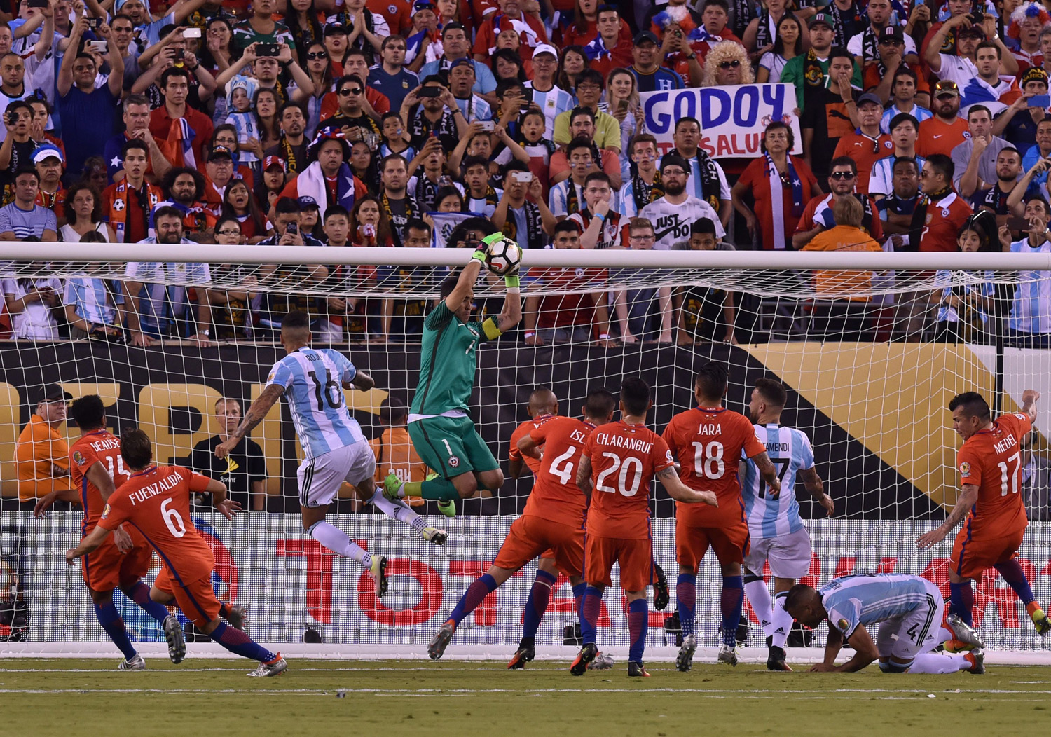 dcdc6311f Khabar Site  Chile Lifts COPA America Cup Beating Argentina 4-2 On ...