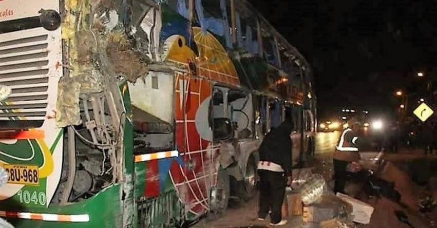 TRAGEDIA: Bus que traía a docentes hacia Lima para sumarse a huelga se vuelca en la Carretera Central