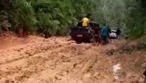 Kunjungi Mahasiswa KKN di Tanah Garo, Rombongan Kajari Tebo Terjebak Jalan Rusak