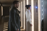 Blade Runner 2049 Ryan Gosling and Sylvia Hoeks Image 1 (36)