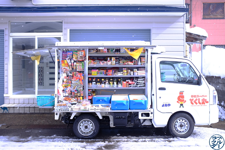 Le Chameau Bleu- Voyage au Japon dans le Tohoku - Camion Kombini  à Kakunodate