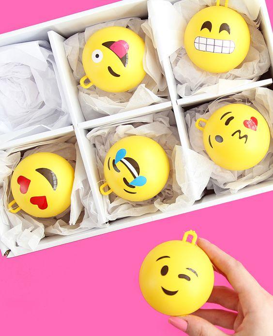 bolas navideñas emoticonos