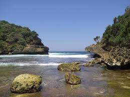 Keindahan Wisata Alam Pantai Batu Begkung Malang