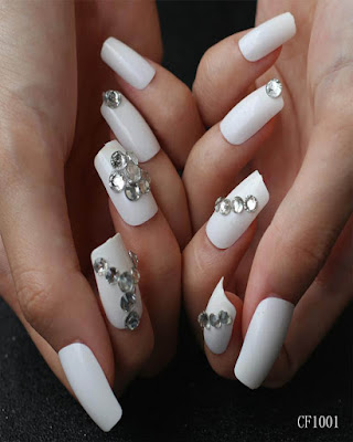 nail white desings fashionable