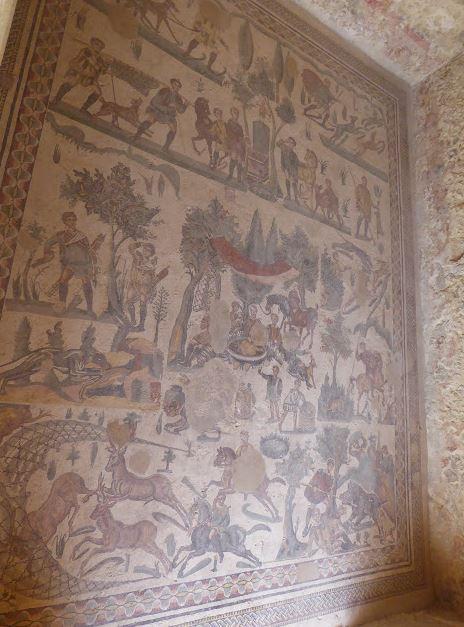 mosaico con scene di caccia alla villa del casale