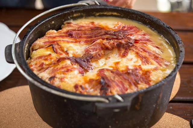Bacon-Kartoffelauflauf aus dem Dutch-Oven  Outdoor Kitchen  Rezept Dutch Oven 10