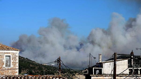 Ανατολική Μάνη: Μάχη των πυροσβεστικών δυνάμεων με τις αναζωπυρώσεις (βίντεο)