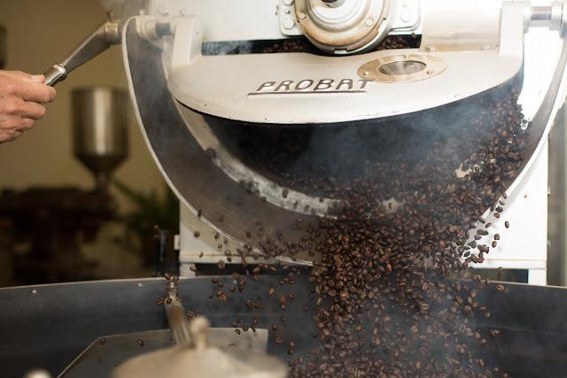 proses pemecahan biji kopi