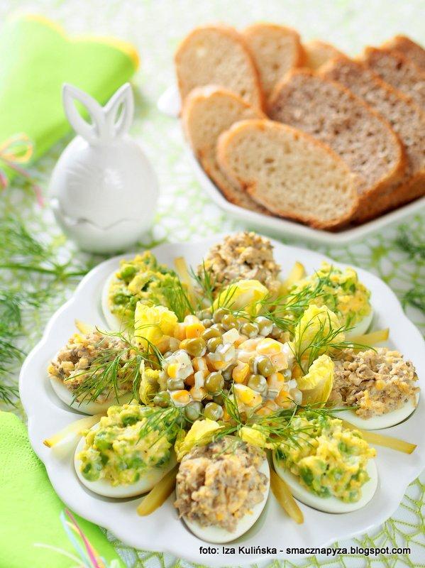 jajka z farszem, farsz pieczarkowy, farsz z groszku, jajeczko wielkanocne, sniadanie wielkanocne, jaja nadziewane, wielkanoc