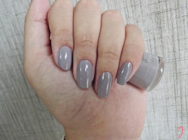 esmalte cinza, esmalte doce pérola, esmalte neutro, esmalte para o inverno, cores de esmalte da moda, risqué esmaltes