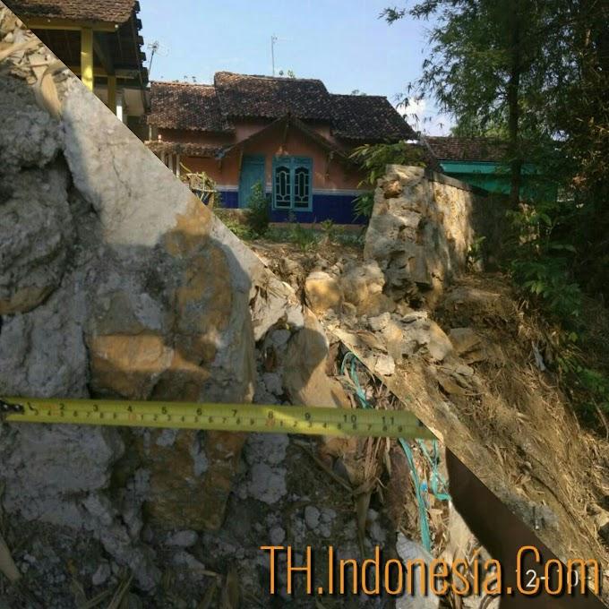 Baru Beberapa Bulan Bangunan Tanggul Di Desa Angkatan Lor Tambakromo Ambrol