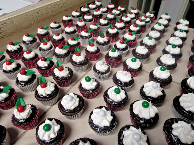 Christmas Chocolate and Peppermint Mini Cupcakes 1