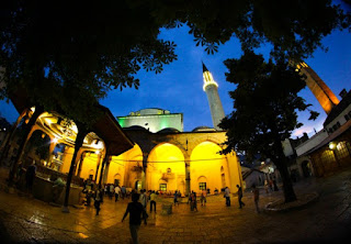 Mesjid begoa di tengak kota Sarajevo