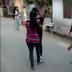 2 लड़कियों में हाथापाई, लड़के बनाते रहे Video
