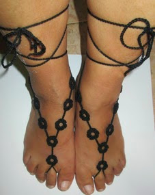 http://translate.googleusercontent.com/translate_c?depth=1&hl=es&rurl=translate.google.es&sl=auto&tl=es&u=http://donyscreations.blogspot.it/2014/07/barefoot-sandals-pattern-free-italiano.html&usg=ALkJrhiXYZdUoponAbRcGSUWI6BC8OvxpA