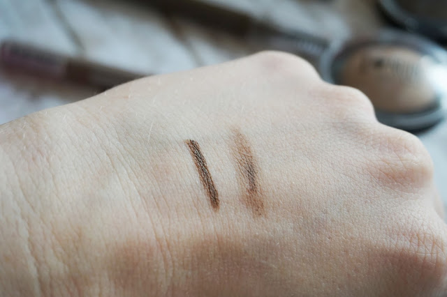 Catrice - Graphic Grace Eyebrow Pen in C01 Brown und Catrice - Velvet Brow Powder Artist