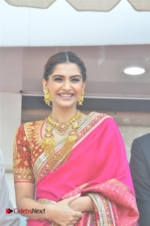 Actress Sonam Kapoor Launch Kalyan Jewellers Anna Nagar Showroom 0002.jpg