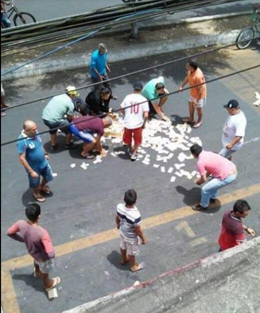 Em São Benedito, assaltantes deixam cair dinheiro de roubo após vítima reagir