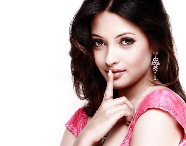 Stunning Indian actress pics, Beautiful Indian actress photo