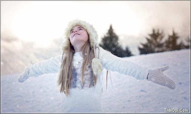 ảnh cô gái và mùa đông