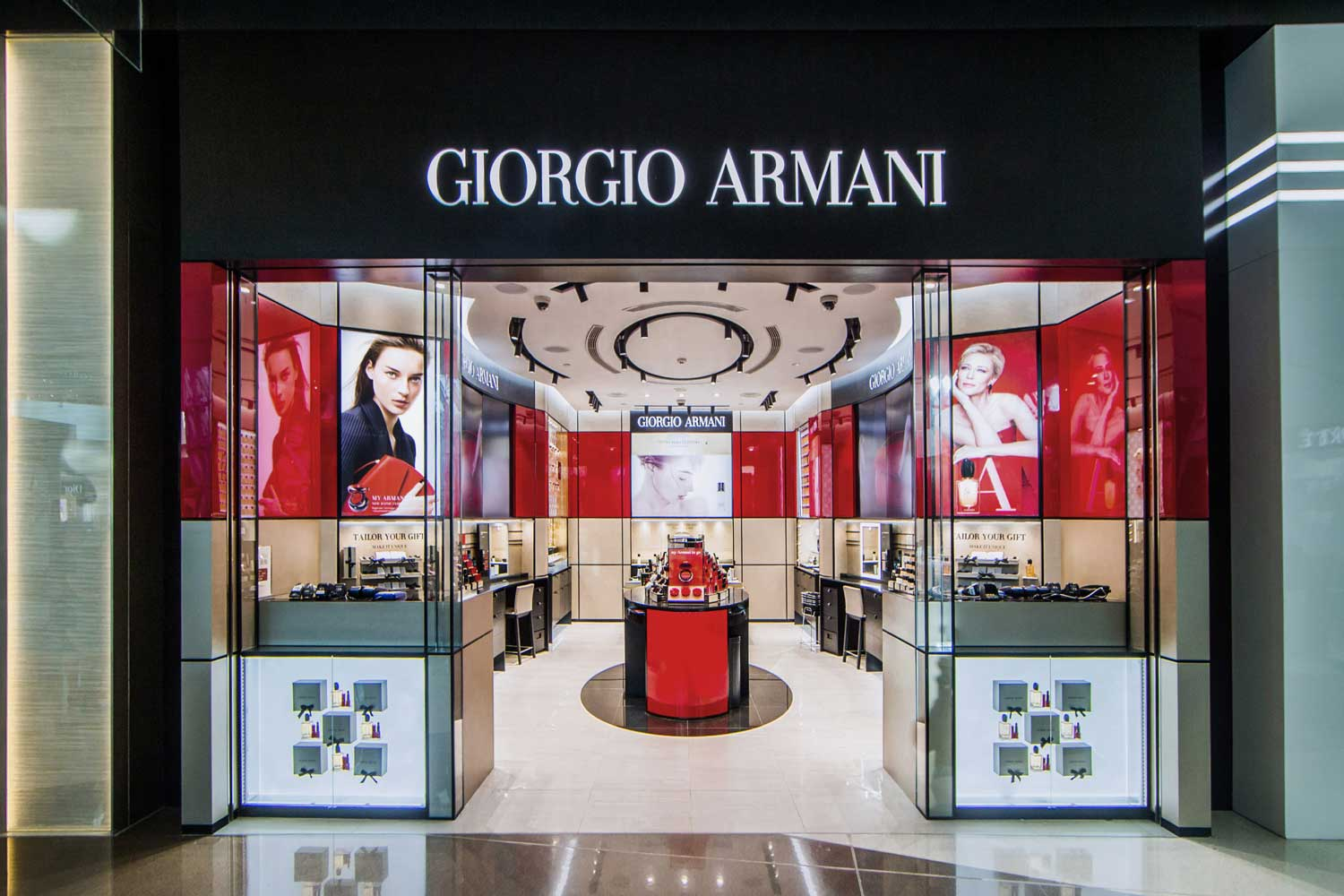brief history giorgio armani best italian luxury fashion brand founder company boutique store corporate profile main branches country seller collection