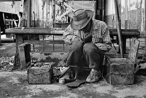8 Tukang - Tukang Unik Yang Hanya Ada Di Indonesia  4114ab61ad