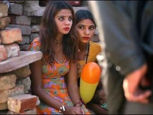 Ο Αντιγραφέας  Ινδία  Μια έφηβη σκότωσε πατέρα και αδερφό για τον ... 0991c7f06e3