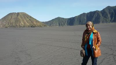 nurul sufitri blogger lima destinasi solo traveling terjangkau di indonesia bromo jawa timur
