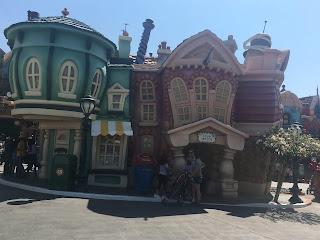 Disneyland Toontown Downtown