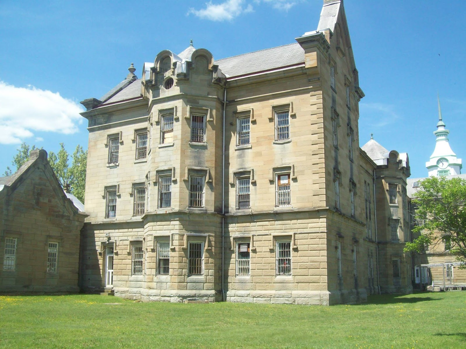 the trans allegheny lunatic asylum subsequently the weston state hospital was a kirkbride 3 psychiatric hospital that operated from 1864 until 1994 by