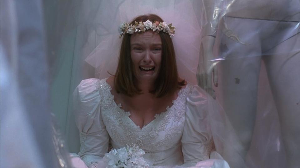 Muriel's Wedding Movie Review Summary